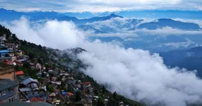 mountains covered by thick mists