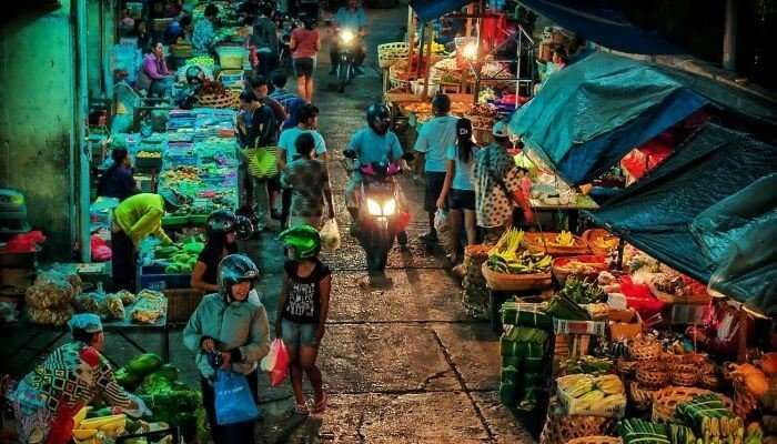 Badung Market is the largest traditional shopping place in Bali
