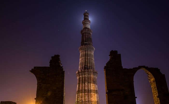 A night photoshoot at Qutub Minar