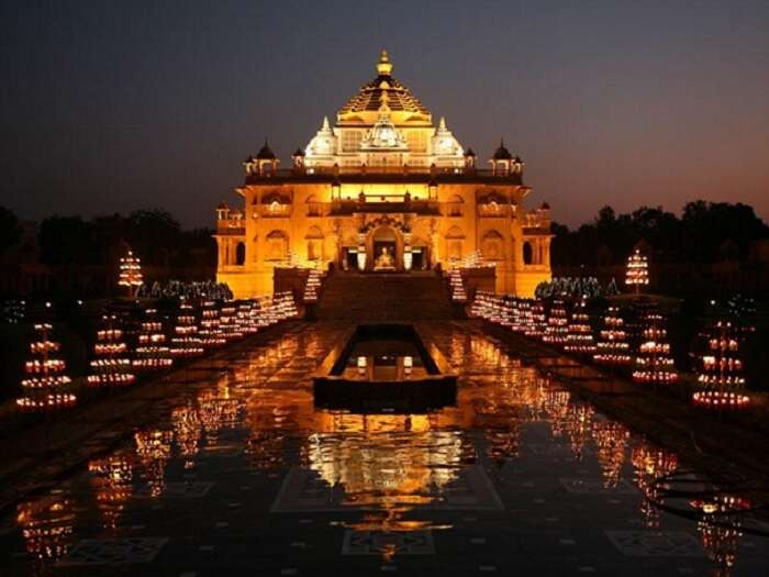 Akshardham in Gandhinagar is another picnic spot near Ahmedabad for a nice family day out