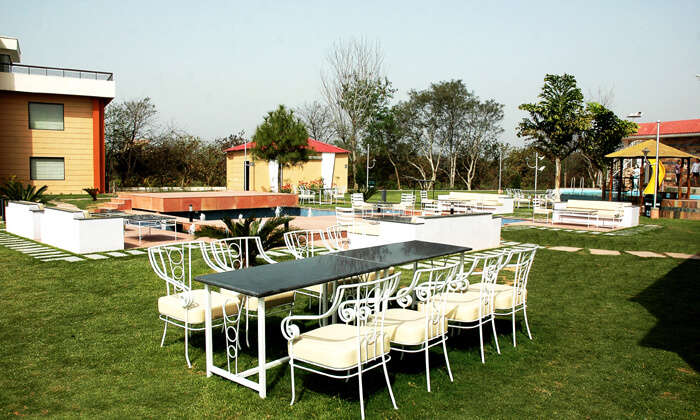 Outdoor dining arrangements at Casba Farm Stay - a beautiful resort in the farms