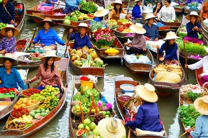 Sailing boats offers groceries for daily needs