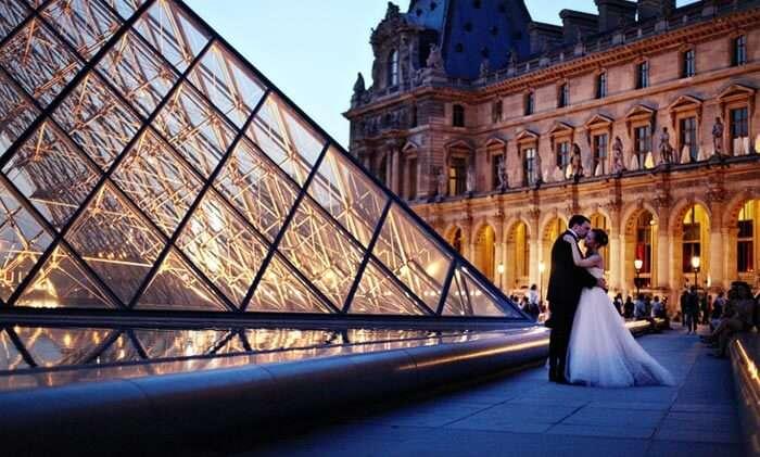 A couple at The Louvre Museum, Paris