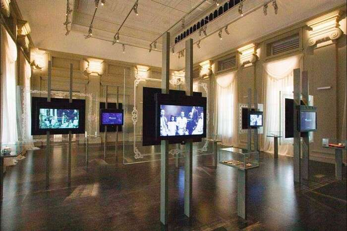 Video montages at National Museum of Singapore – The top historical museum of Singapore