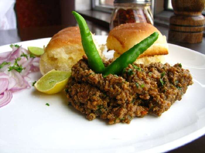 minced chicken with bread