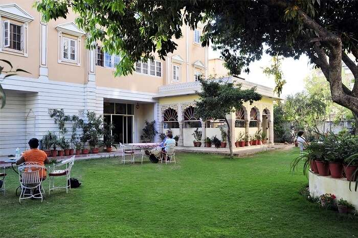 Hotel Anuraag Villa is one such resort in Jaipur for families and large gatherings