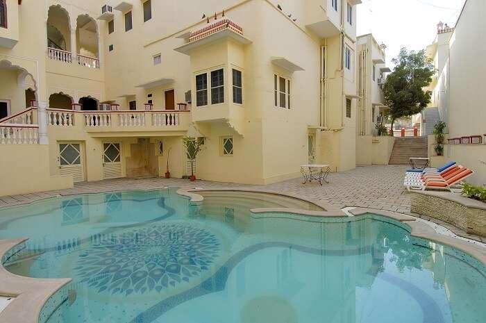 The luxurious pool at Woodsvilla Resort in Jaipur