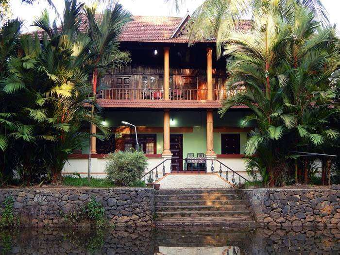 Backwater Retreat Theme House in Kumarakom