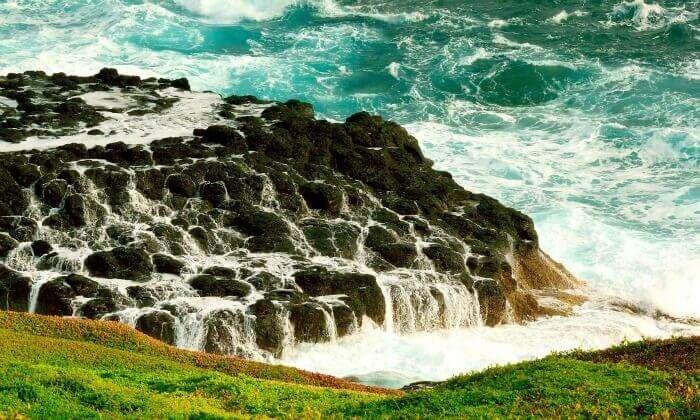 Waves crashing across the beautiful rocks at Phillip Island