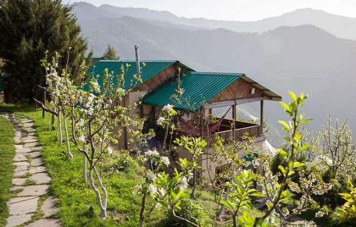 A series of cottage bunglows at Thanedar - One of the hidden romantic places in Himalayas