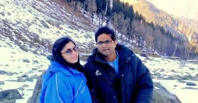 Rachit and his wife on a honeymoon trip to Srinagar and the rest of Kashmir