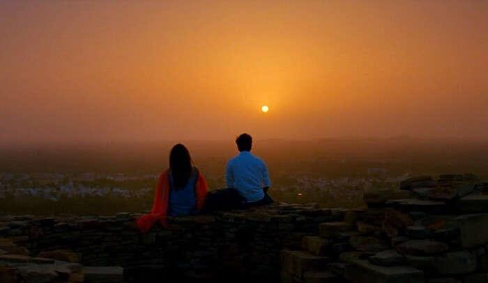 Ranbir and Deepika enjoy a sunset at Chittorgarh Fort in the movie – Yeh Jawani Hai Deewani