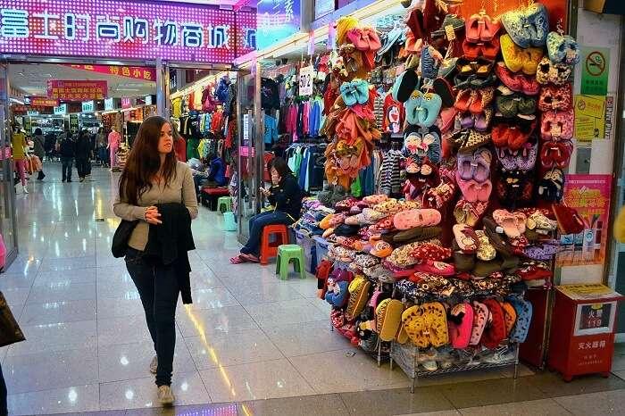 A girl enjoying the underground shopping centre in Zhuhai