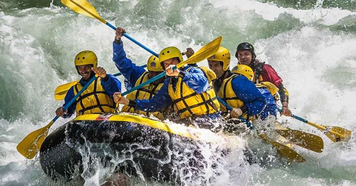 White water rafting in Manali is a popular choice among visitors in winters too