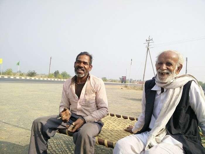 Locals on the highway from Kanyakumari to Kashmir