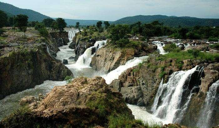 The beautiful Aruvikkuzhi waterfall that is a must-visit while sightseeing in Kumarakom