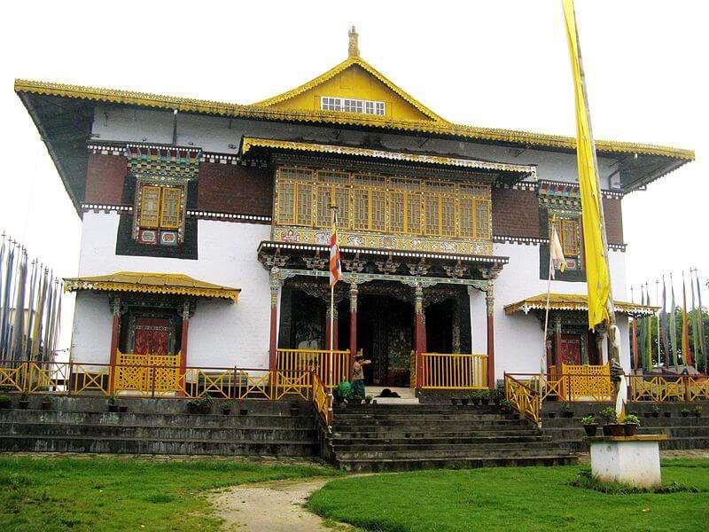 800px-The_pemayangtse_monastery_-_west_sikkim