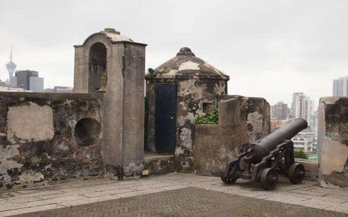 Canons in Fortalezo do Monte