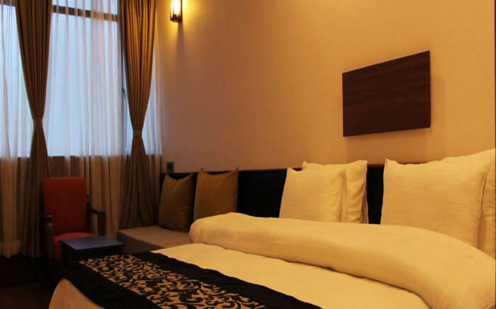 Comforting and warm room of Pine Tree Resort with minimalistic yet modern interiors