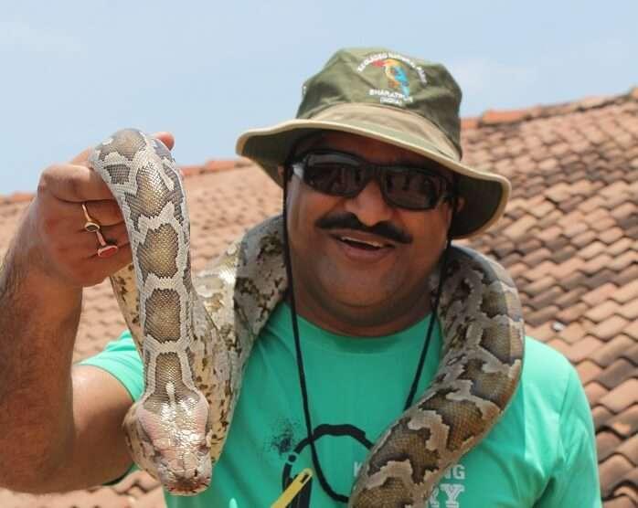 Kanikas father with a snake in Bentota