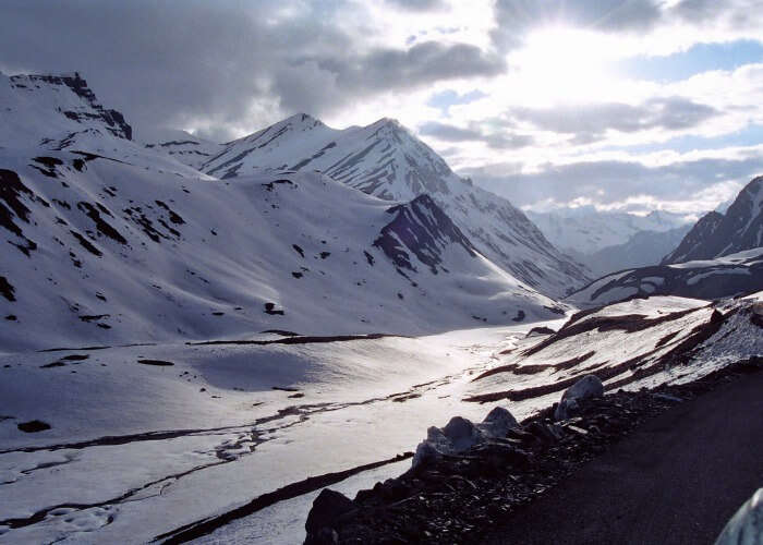 Let the charm of the snow capped landscape of Marhi bowl you over