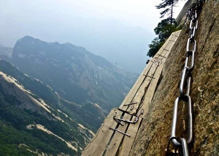 An adventurous walk on the Huashan Mountain