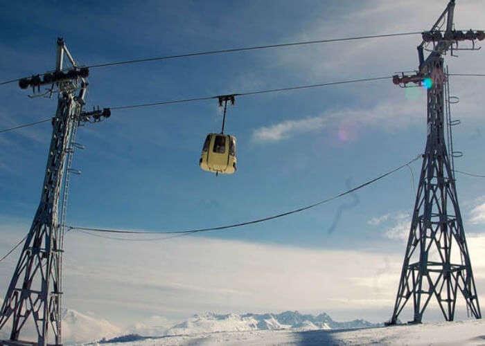Gondola ride in Gulmarg is fun for tourists