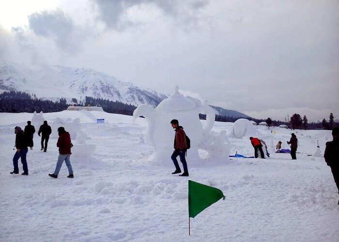 Enjoy ice sports in Gulmarg
