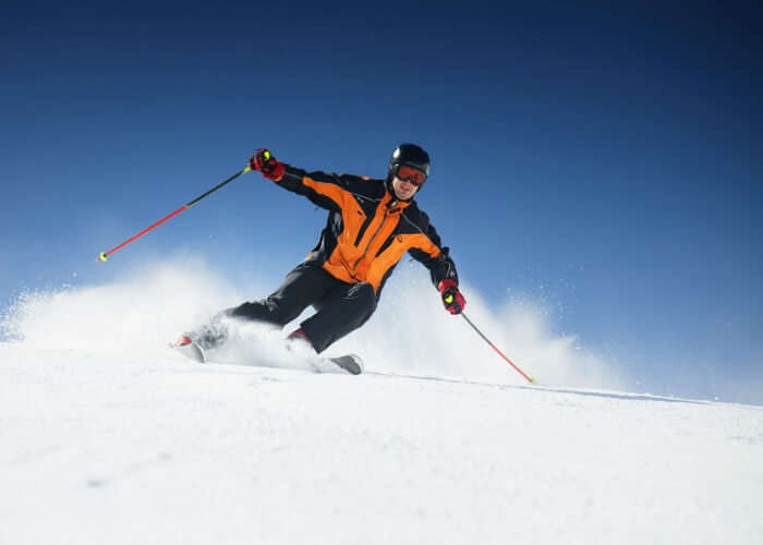 Tourists can enjoy skiing in Solang Valley