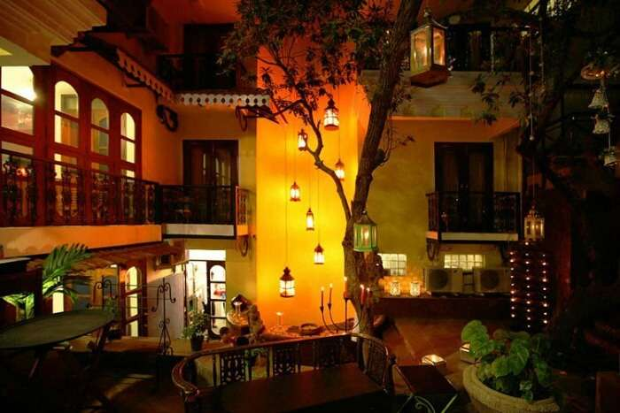 A: The well-decorated outer courtyards of Shanti Morada
