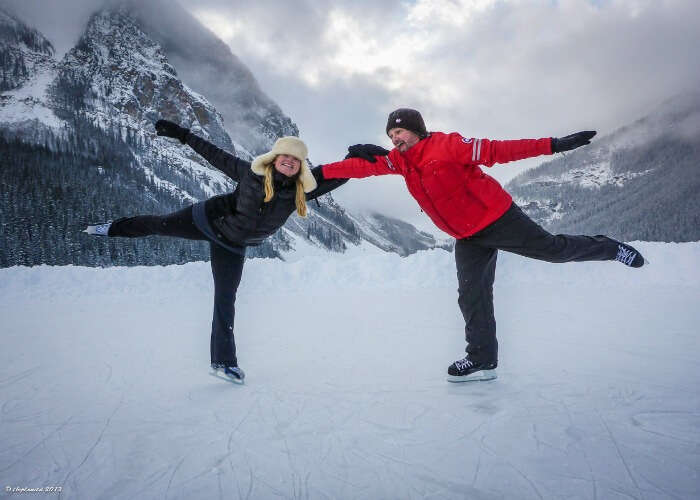 Skate on the smooth sheet of ice in Manali with your bae