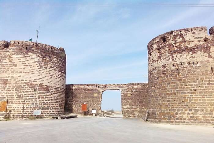 fort walls in Lakhpat