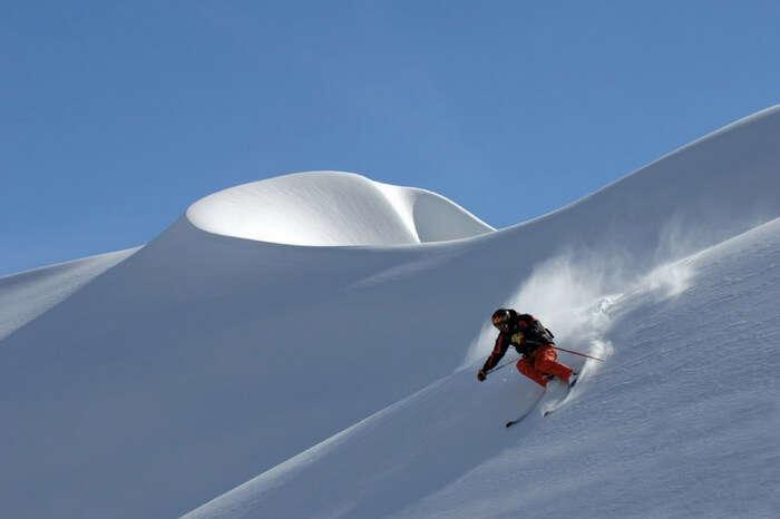 Heli skiing at Rohtang Pass
