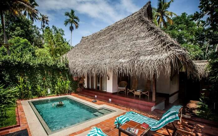 Pool and cottage in Marari Beach Resort