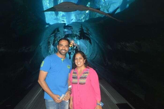 Couple enjoying at the aquarium in Dubai