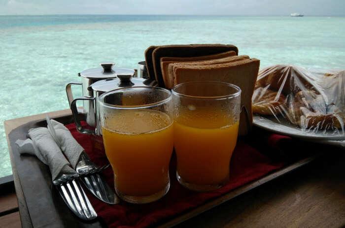 kishor & wife breakfast in maldives