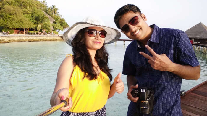 kishor & his wife taking selfie on honeymoon in maldives