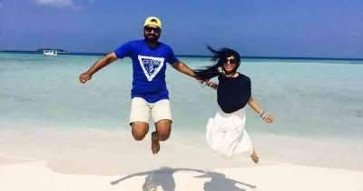 Mubashir with his wife infront of sea in Maldives