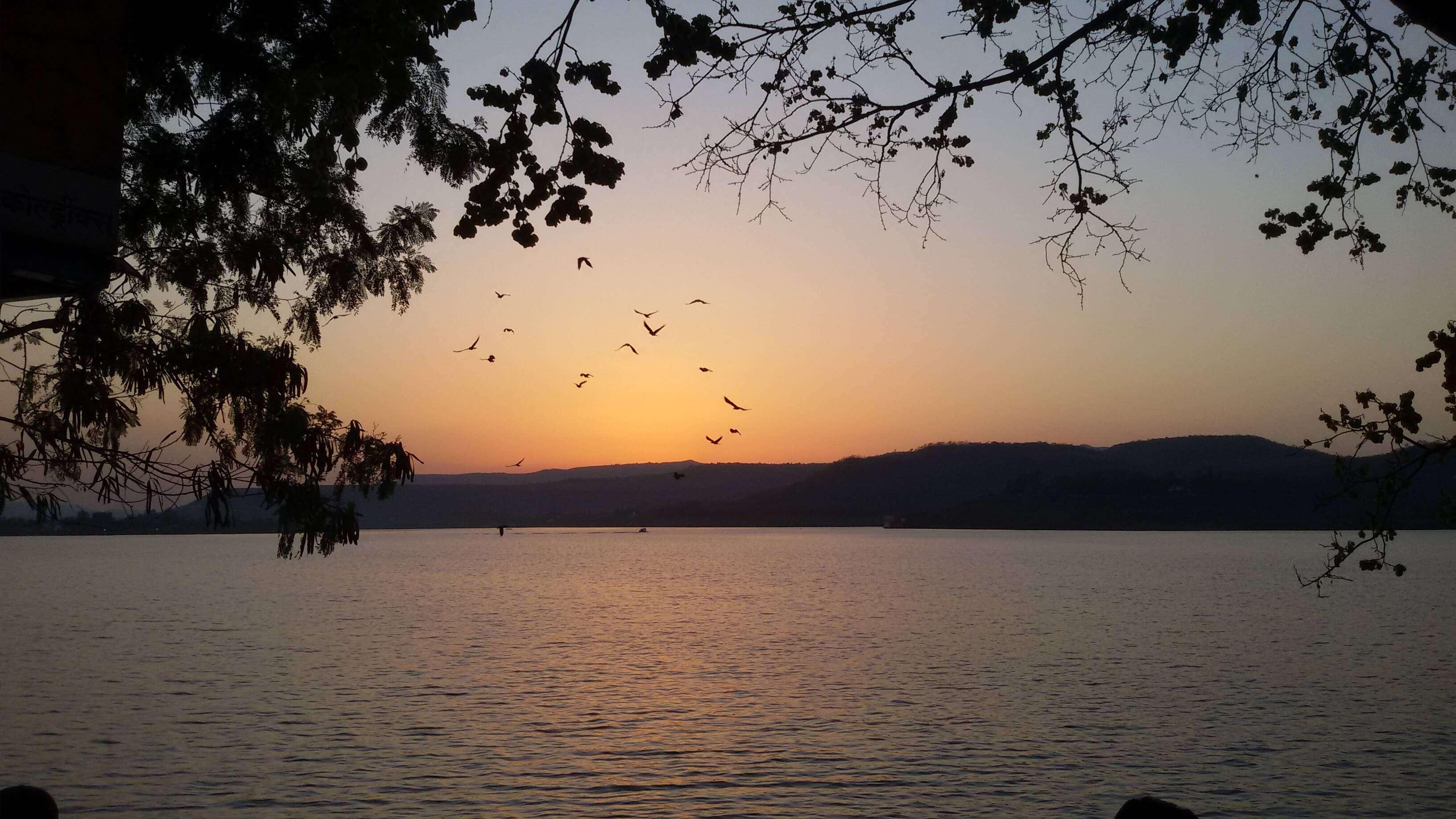 Sunset_at_Khadakwasla_dam_pune