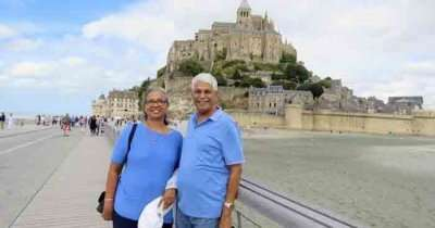 Reired couple traveling together