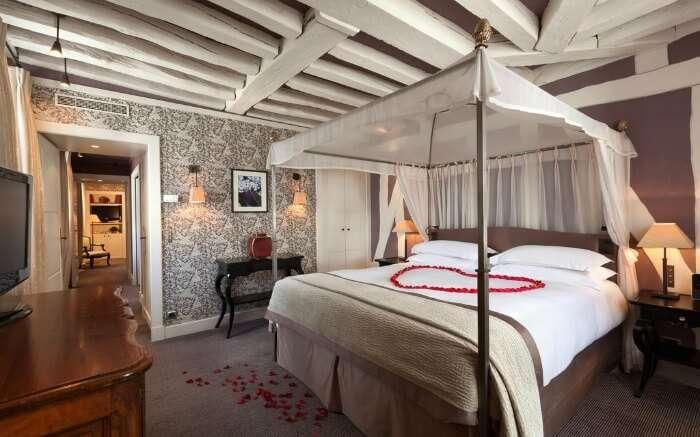 A room in Le Pavillon de la Reine