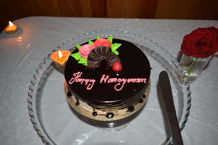 Krishna and her husband cut their anniversary cake in gangtok