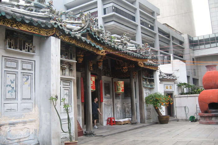 Visit Yueh Hai Ching Temple (The Love Temple) with your love