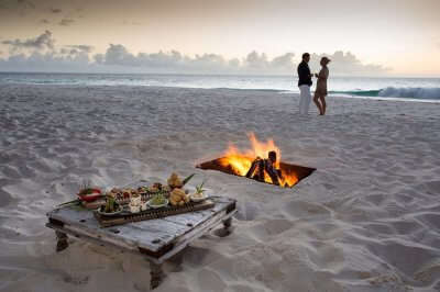 Couple dining by the beach in Seychelles