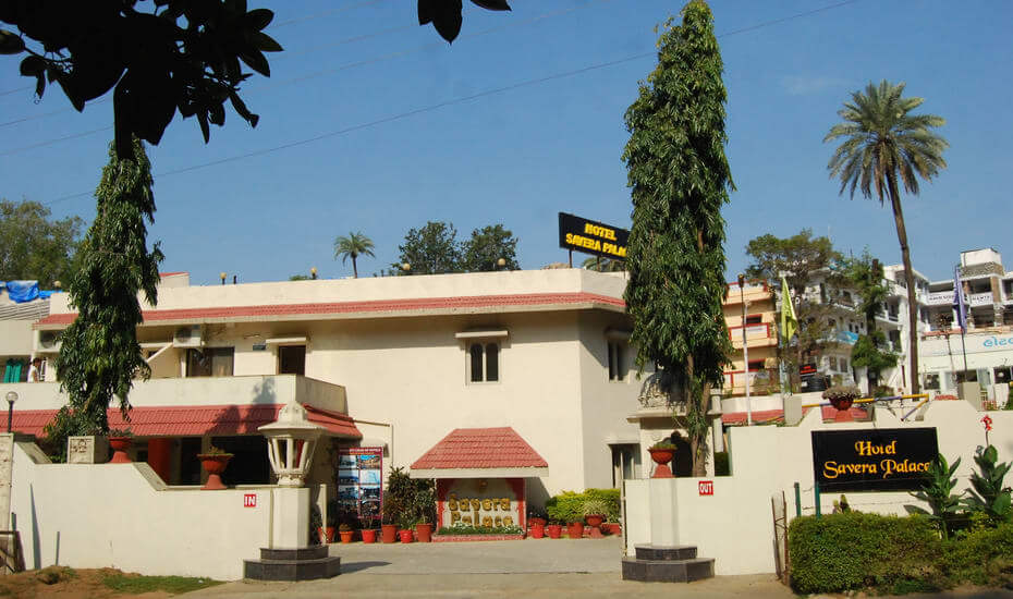 Hotel Savera Palace entrace