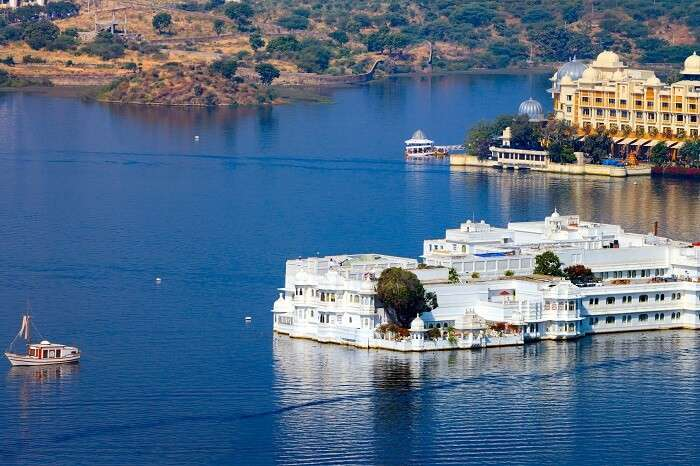 A view of the beautiful hotels in Lake Pichola in Udaipur