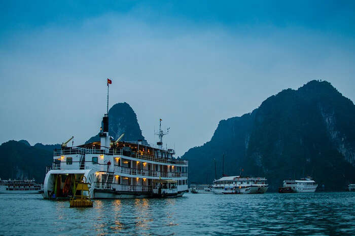 Night cruises in the Halong Bay