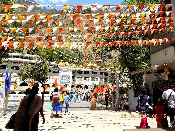 entrance to manikaran