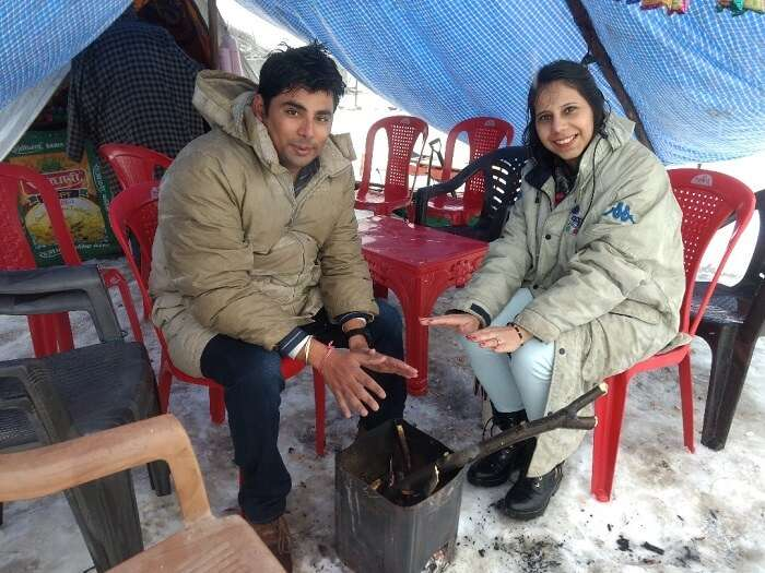 stopping for food in sonmarg