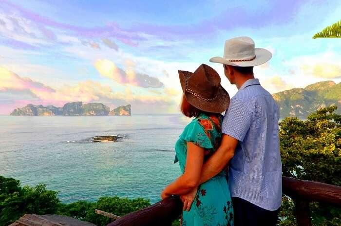 couple in phi phi islands